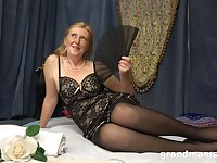 Oiled mature whore with giant ass is into fucking damn great for orgasm