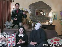 Creepy (step) family cosplay 4 halloween is a must!
